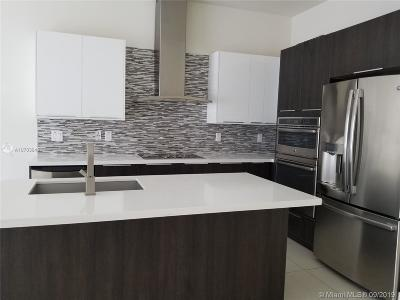 Landmark, Landmark At Doral, Landmark At Doral Condo, Landmark Condo, Landmark Doral, Landmark/Doral Condo For Sale: 6661 NW 105 Ct #6661