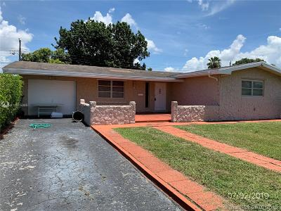 Pembroke Pines Single Family Home For Sale: 8661 Johnson St