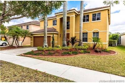 Weston Single Family Home For Sale: 898 Sunflower Cir