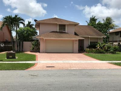 Pembroke Pines Single Family Home For Sale: 9564 SW 8th St