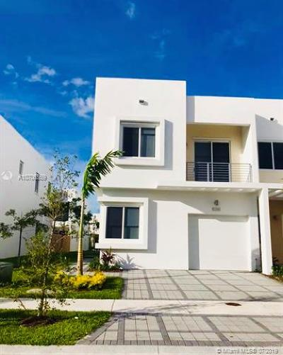 Doral Single Family Home For Sale: 10261 NW 72nd St