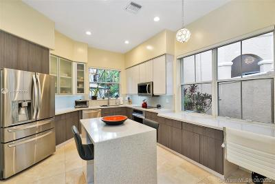 Hollywood Single Family Home For Sale: 1529 Shoreline Way