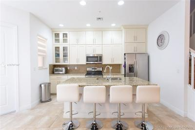 Pembroke Pines Condo/Townhouse For Sale: 12436 NW 17th Mnr #12436