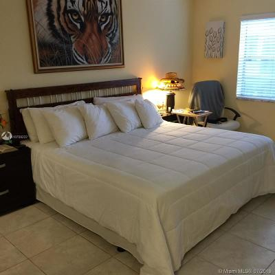 Sunrise Condo For Sale: 3000 E Sunrise Lakes Dr E #309