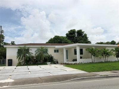 North Miami Single Family Home For Sale: 30 NE 125th St