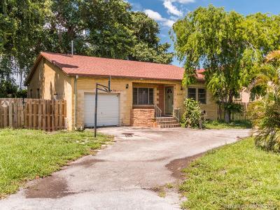 Hollywood Single Family Home For Sale: 2239 Washington St