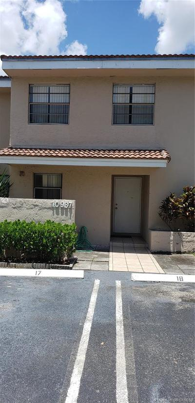Coral Springs Condo For Sale: 10987 Royal Palm Blvd #9