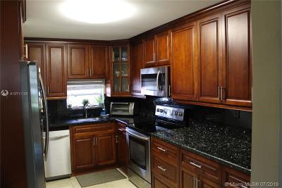 Pembroke Pines Condo For Sale: 830 S Hollybrook Dr #107