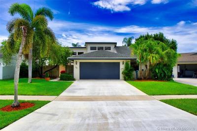 Boynton Beach Single Family Home For Sale: 50 Baytree Cir