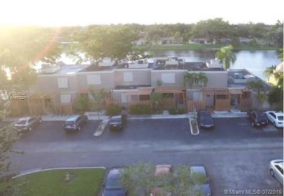 Pembroke Pines Condo/Townhouse For Sale: 1568 NW 113th Way