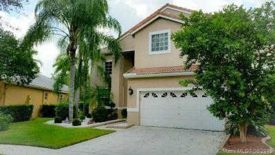Weston Single Family Home For Sale: 584 Cambridge Dr