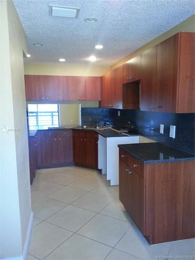Miami Gardens Condo/Townhouse For Sale: 615 NW 210th St #202-25