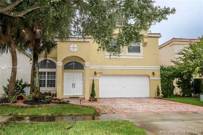 Pembroke Pines Single Family Home For Sale: 1525 NW 159th Ave