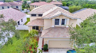 Pembroke Pines Single Family Home For Sale: 16368 NW 18 St