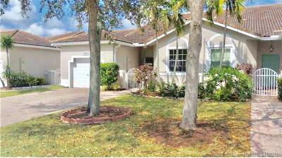 Sunrise Single Family Home For Sale: 2421 E Aragon Blvd #3