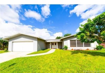 Margate Single Family Home For Sale: 6751 Royal Palm Blvd