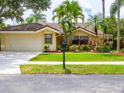 Weston Single Family Home For Sale: 1965 Lake Point Dr