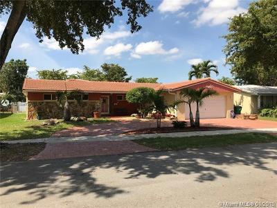 Miami Lakes Single Family Home For Sale: 6860 Miami Lakes Dr