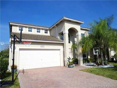 Pembroke Pines Single Family Home For Sale: 1621 NW 143rd Ter