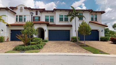 Pembroke Pines Condo/Townhouse For Sale: 11341 SW 13th St
