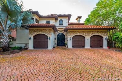 Golden Beach Single Family Home For Sale: 674 Ocean Blvd