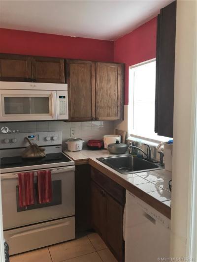 Sunrise Condo/Townhouse For Sale: 8950 Sunrise Lakes Blvd #109
