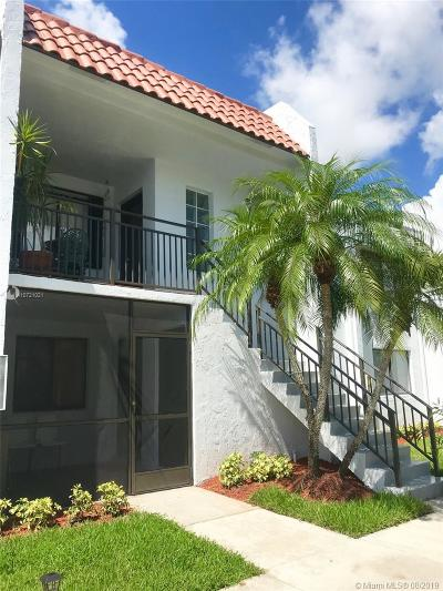 Weston Condo/Townhouse For Sale: 304 Racquet Club Rd #205