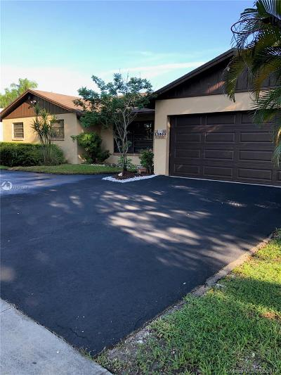 Miami Single Family Home For Sale: 13800 SW 104th Ter