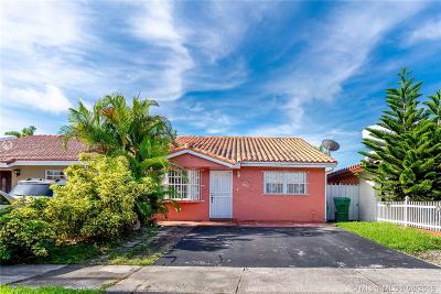 Hialeah Gardens Single Family Home For Sale: 8830 NW 115th St