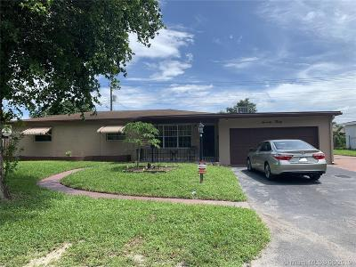 Pembroke Pines Single Family Home For Sale: 7030 SW 15th St