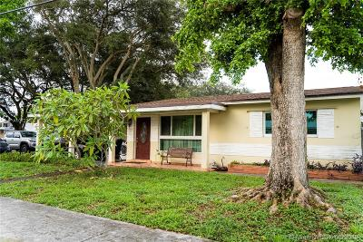 Hollywood Single Family Home For Sale: 6790 Charleston St