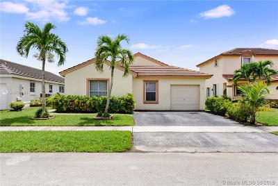 Pembroke Pines Single Family Home For Sale: 18536 NW 22nd St