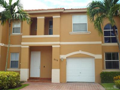 Pembroke Pines Condo/Townhouse For Sale: 876 NW 135th Ter #876