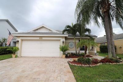 Davie Single Family Home For Sale: 8960 N Lake Park Cir N