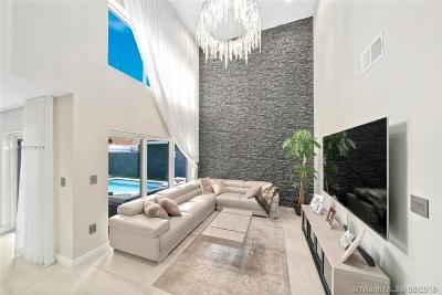 Hollywood Single Family Home For Sale: 1040 Satinleaf St