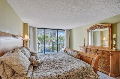 Hallandale Condo/Townhouse For Sale: 400 Leslie Dr #215