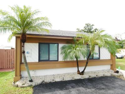 Miami Single Family Home For Sale: 9634 SW 148th Ct
