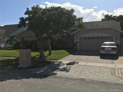 Lauderhill Single Family Home For Sale: 5235 NW 75th Ave