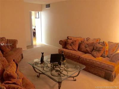 Plantation Condo/Townhouse For Sale: 7100 NW 17th St #110