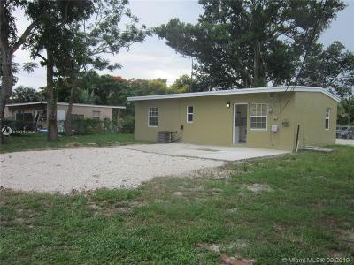 Miami Gardens Single Family Home For Sale: 15935 E Bunche Park Dr