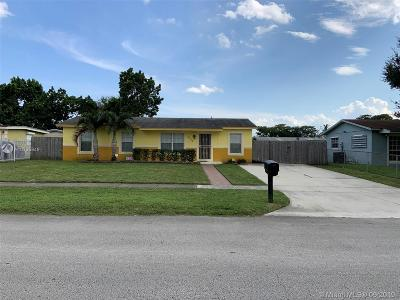 Miami Gardens Single Family Home For Sale: 3500 NW 196th Ln