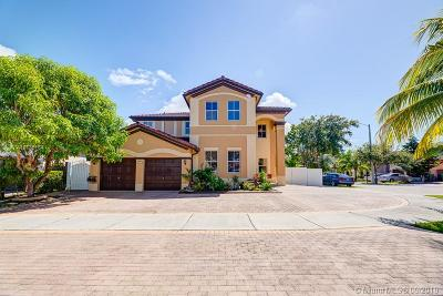 Hialeah Single Family Home For Sale: 18117 NW 89th Pl