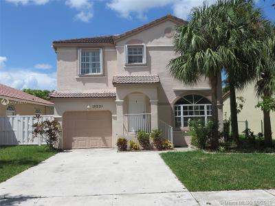 Pembroke Pines Single Family Home For Sale: 15221 NW 6th Ct