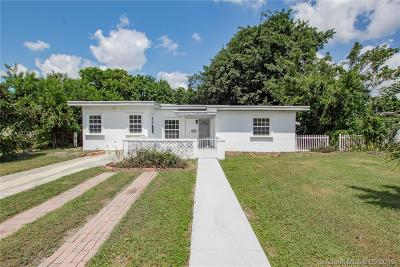 North Miami Single Family Home For Sale: 711 NE 139th St