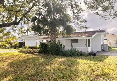 Pompano Beach Single Family Home For Sale: 4141 NE 19th Ave