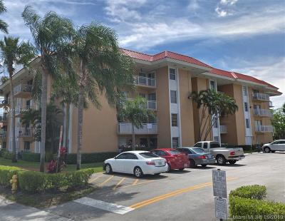 Plantation Condo/Townhouse For Sale: 505 S Pine Island Rd #110B