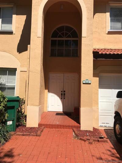 Davie Condo/Townhouse For Sale: 208 Magnolia Ave