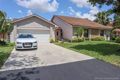 Miami Single Family Home For Sale: 15561 SW 54th Ter
