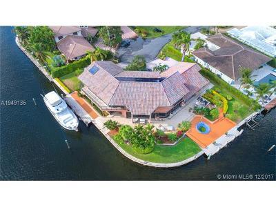 Hallandale Single Family Home For Sale: 661 Oleander Dr