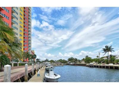 West Palm Beach Condo For Sale: 2650 Lake Shore Drive #902